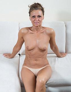 Nackte reife Frau vor private Sex Cams gratis sehen
